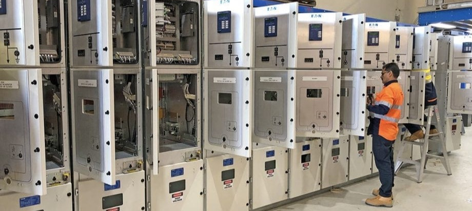 Upgrade or Replace? The Aging Switchgear Dilemma