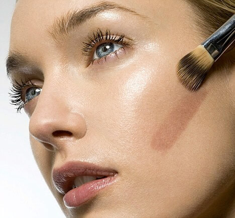 look-younger-with-mineral-make-up