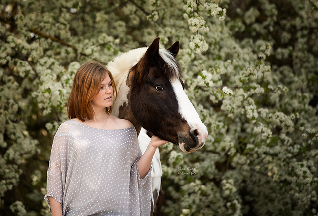 Lewitzer, Pferdefotograf, Pferdefotografie, Pferdemädchen, Pferdefoto, Fotoshooting mit Pferd, Kuschelfoto, Rheinland-Pfalz
