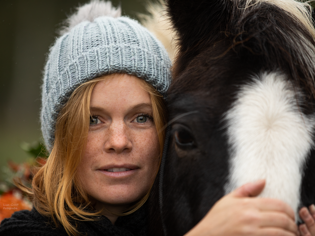 Lewitzer, Pferdemädchen, Fotoshooting mit Pferd, Pferdefoto, Pferdefotograf, Pferdefotografie, Rheinland-Pfalz, Bad Dürkheim, Pferdeportrait