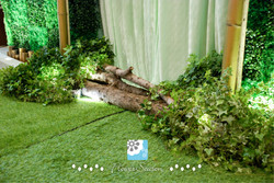 歐式鄉村風-鮮花草皮牆