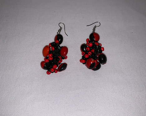 JE17 Huayruro Bead Black Earrings