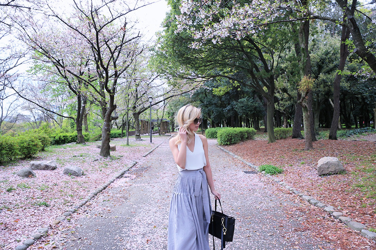 Love Between the Racks - Fashion Blogger Lina Dinh - Osaka Castle, Kyoto, Japan- Aritzia skirt2965