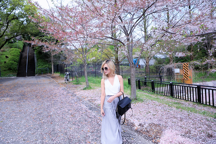 Love Between the Racks - Fashion Blogger Lina Dinh - Osaka Castle, Kyoto, Japan- Aritzia skirt2952