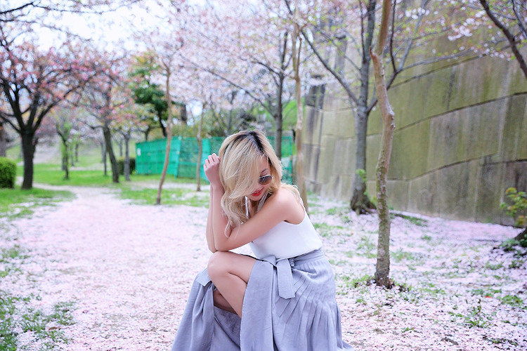 Love Between the Racks - Fashion Blogger Lina Dinh - Osaka Castle, Kyoto, Japan- Aritzia skirt3063