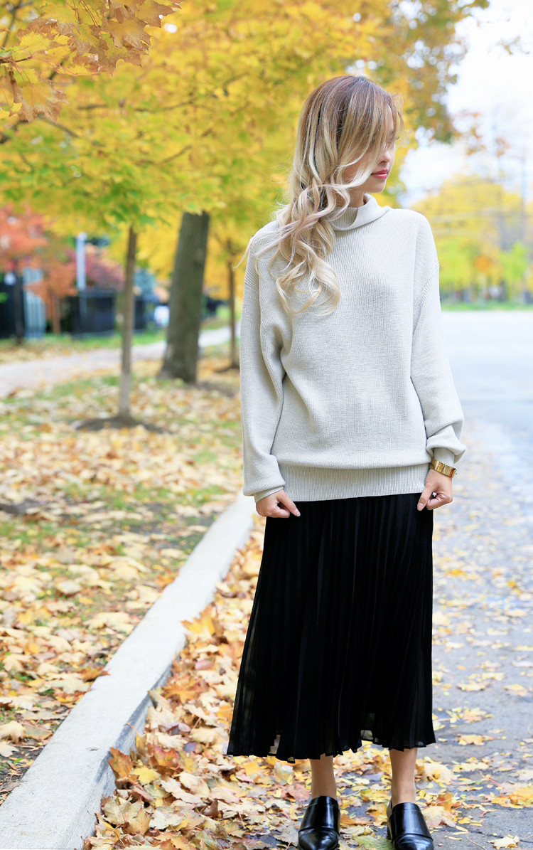 love between the racks lina dinh - aritzia wilfred sweater, pleated skirt 13