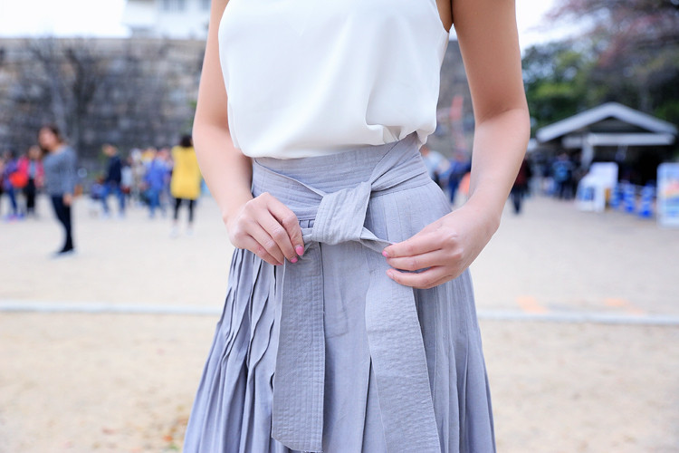 Love Between the Racks - Fashion Blogger Lina Dinh - Osaka Castle, Kyoto, Japan- Aritzia skirt3032