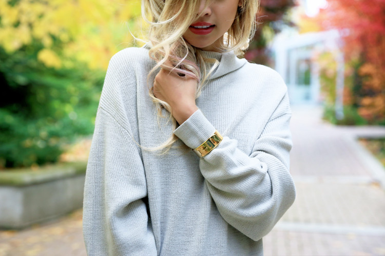 love between the racks lina dinh - aritzia wilfred sweater, pleated skirt 8