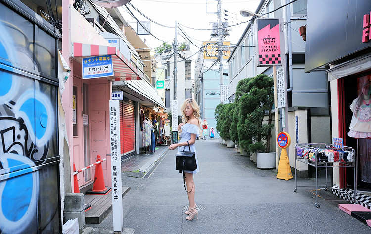 Love Between the Racks in Harajuku, Japan - Club Monaco off-the-shoulder dress, Mansur Gavriel lady bag2858