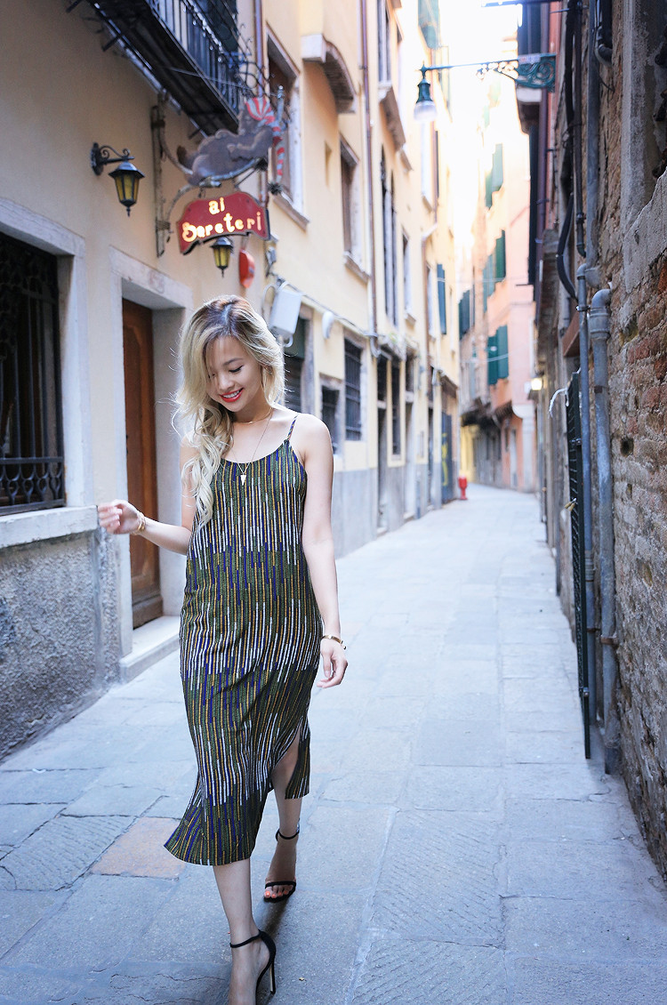 Love Between the Racks - Fashion Blogger x Venice, Italy - H&M print dress 1