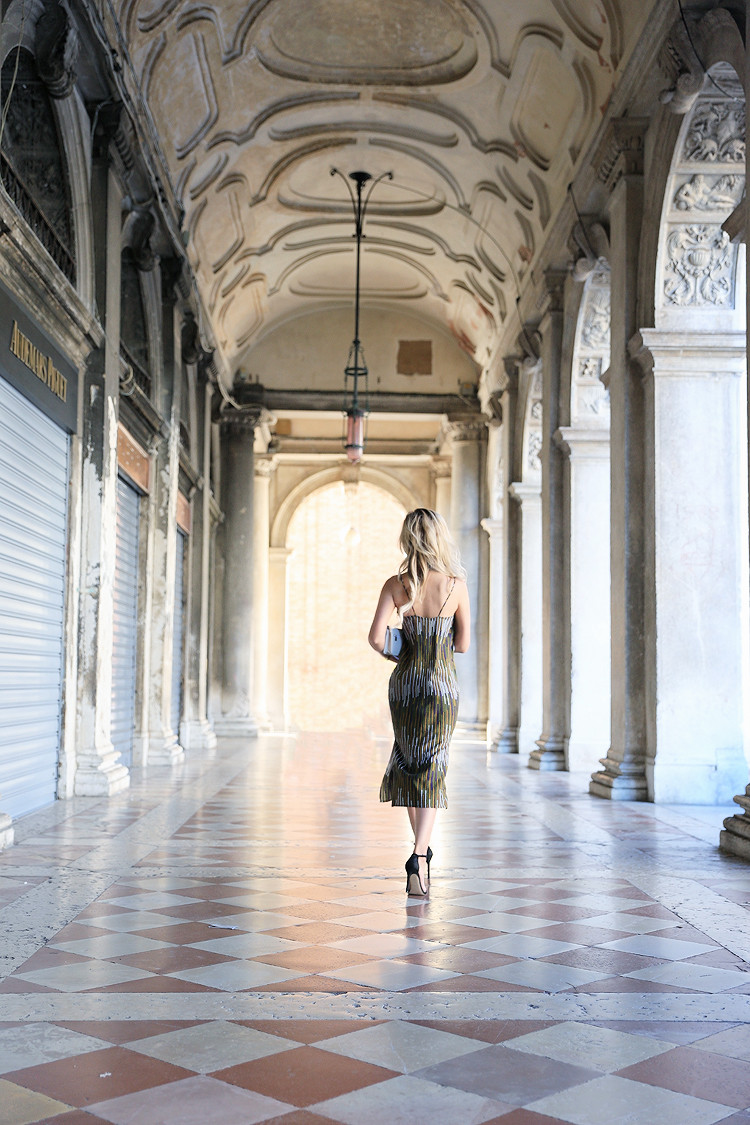 Love Between the Racks - Fashion Blogger x Venice, Italy - H&M print dress 3