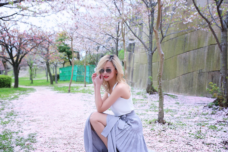 Love Between the Racks - Fashion Blogger Lina Dinh - Osaka Castle, Kyoto, Japan- Aritzia skirt3056