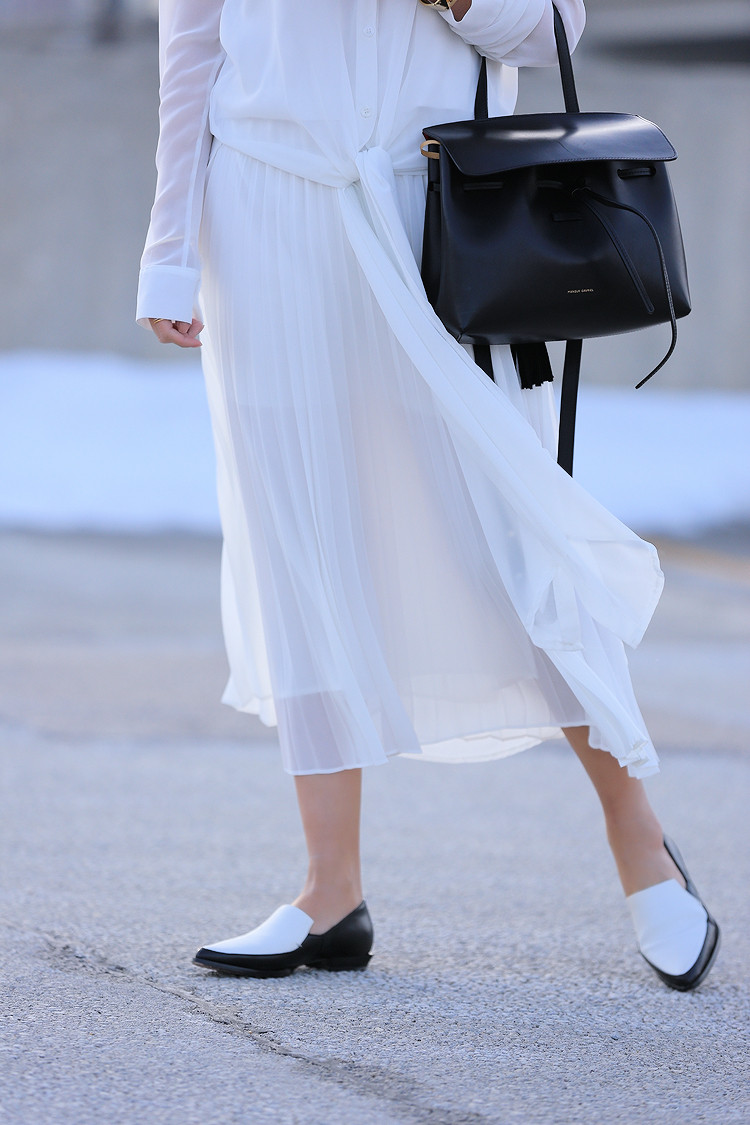 Love Between the Racks - Fashion Blogger Lina Dinh - All white outfit, pleated skirt0704
