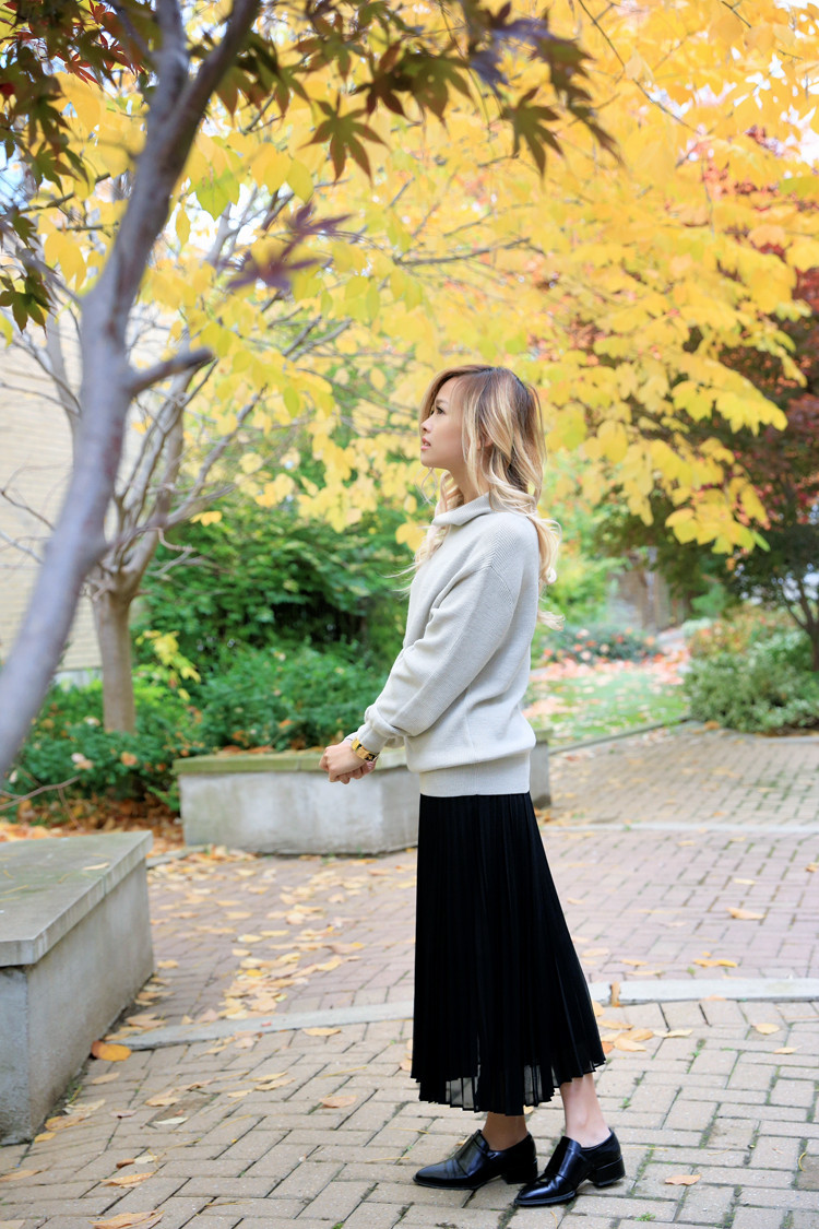 love between the racks lina dinh - aritzia wilfred sweater, pleated skirt 9