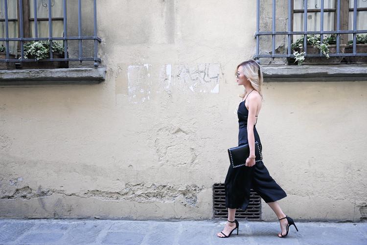 Love Between the Racks - Fashion Blogger - Bershka jumpsuit, Valentino rockstud clutch 7