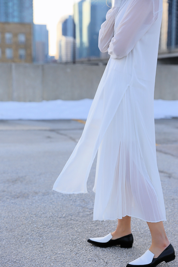 Love Between the Racks - Fashion Blogger Lina Dinh - All white outfit, pleated skirt0600