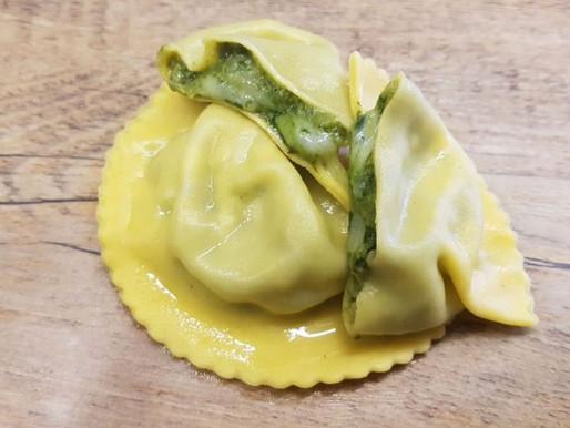 Checco il Pastaio Raviolo Tarassaco and cheese. Raviolo Tarassaco e formaggio.