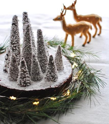 "GOOD LIVING RECIPES FOR CHRISTMAS: Torta caprese con ""bosco innevato""."