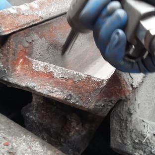 Scalpellatura meccanica lingottiere fonderia