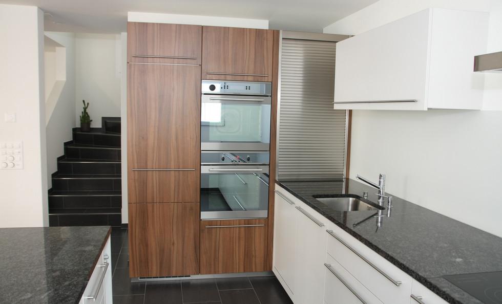 Küche zweifarbig mit Granitabdeckung