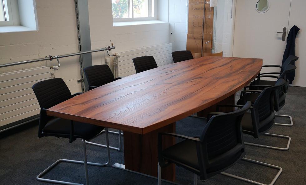Sitzungstisch Sumpfeiche