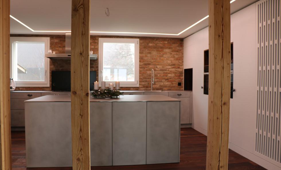 Küche in Betonoptik / Pulverbeschichtet weiss / Abdeckung Edelstahl