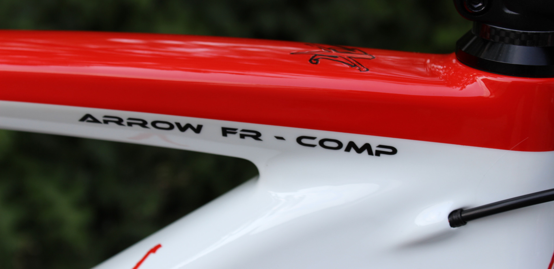 650B bianco rosso front 03