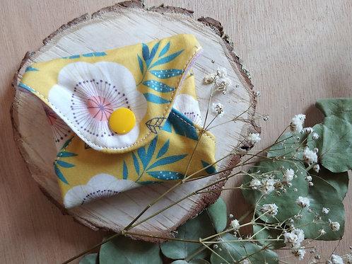Serviette hygiénique  T1 fleurs fond jaune
