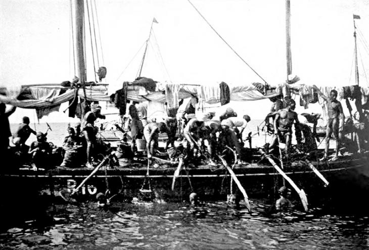 Arab pearl divers in the Persian Gulf
