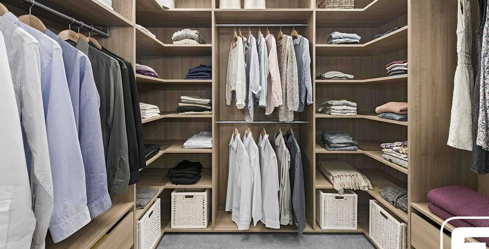 Schränke und Ankleiden