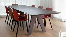 Tisch, Stuhl und Bank