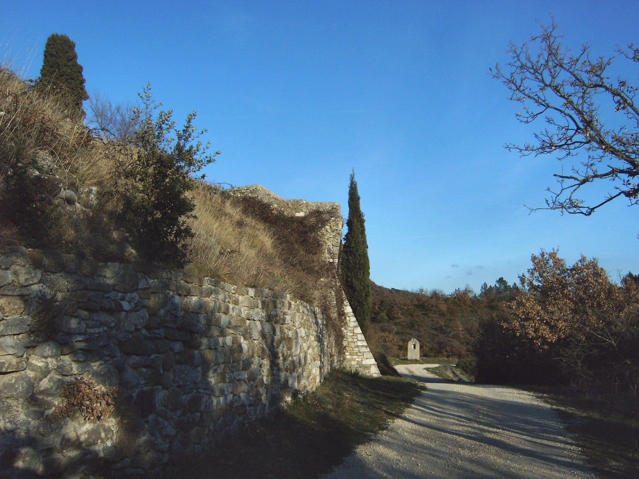 L'oratoire au pied des remparts