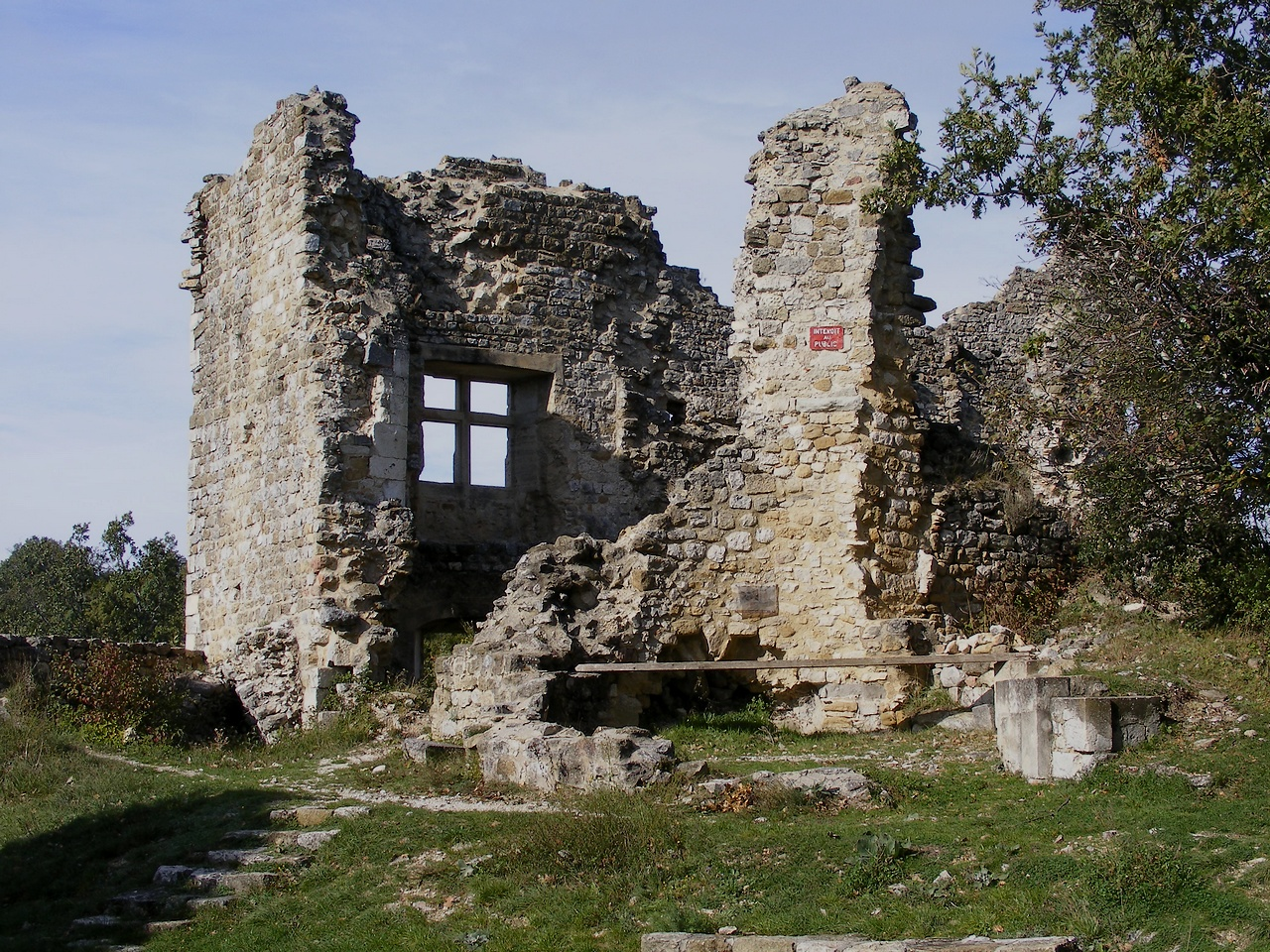 Les ruines du corps de logis