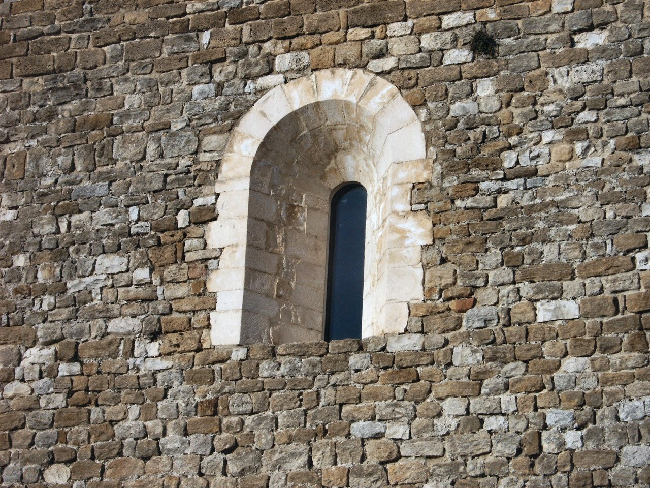 Fenêtre à arcade du donjon