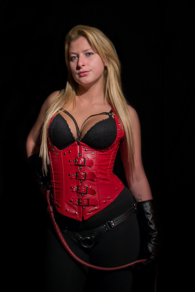 Mistress Molly December 2014 Londonderry, NH Nikon D3100, Nikkor 18-55mm