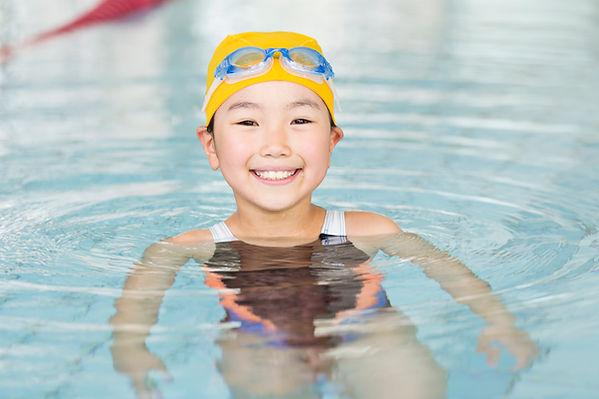 水泳個人レッスンの子供
