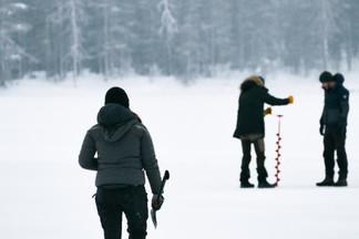 Pêche sous glace avec les meilleurs collègues, des moments innoubliables