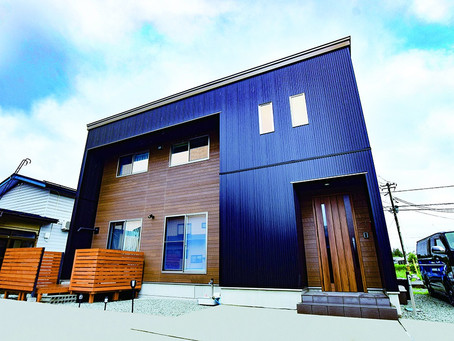 雪での劣化にも強い!木目調の素材で都会的カッコよさの家を実現
