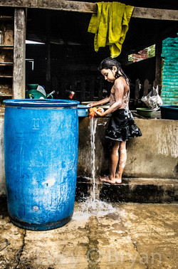 El Salvador-Girl washing