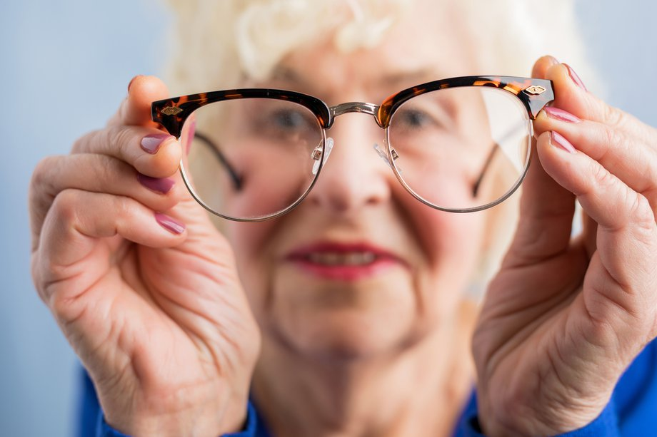 T_0318_eye-health-older-people_664