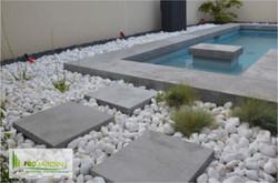 PROjardin Paysagiste creations & enretiensn Espace vert Jardins Valais Aigle galets blanc au tours d