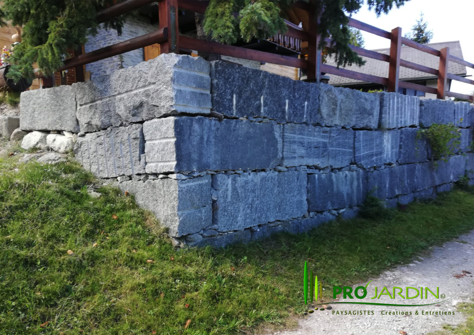 Mur_bloc_en_granite_Terrasse_dallages_Tr