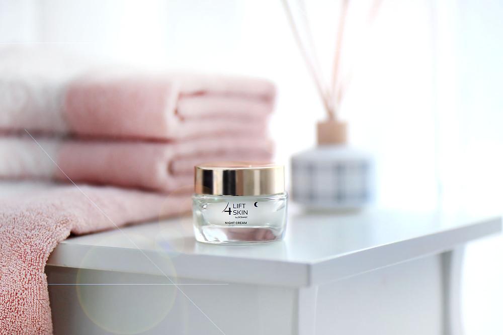 zdjęcie kosmetyku, fotografia do sklepu internetowego w aranżacji, zdjęcia na Instagram