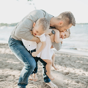 Summer Family Photos by the Lakee