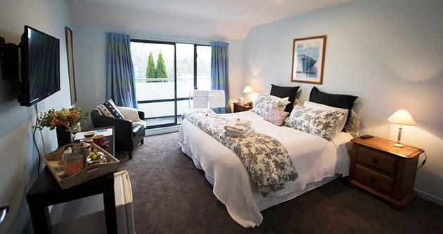 The Oak Suite room