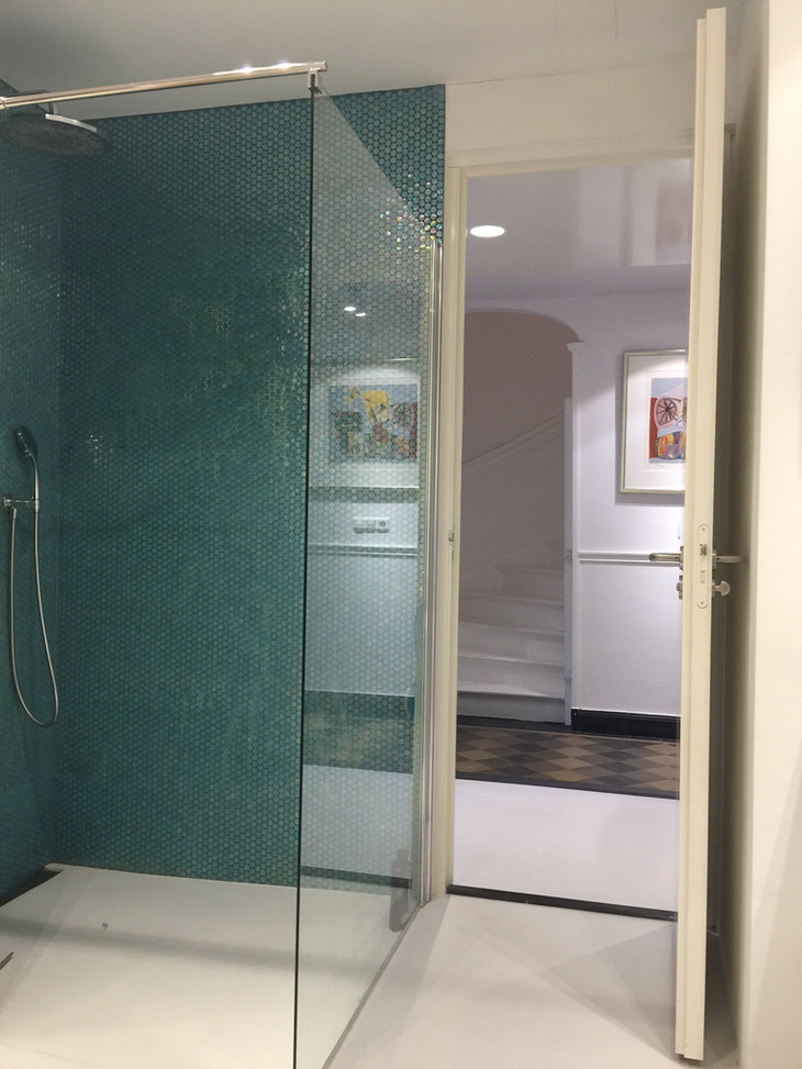 shower and entrance realized