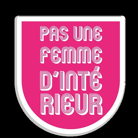 PAS UNE FEMME D'INTÉRIEUR