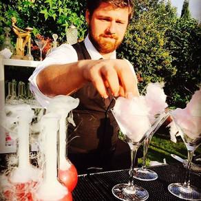 barman cocktail pour le vin d'honneur