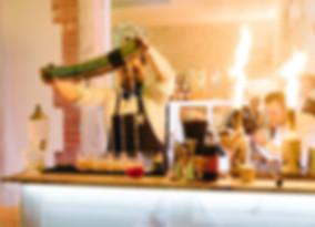 show barman jongleur et cascade de cocktails