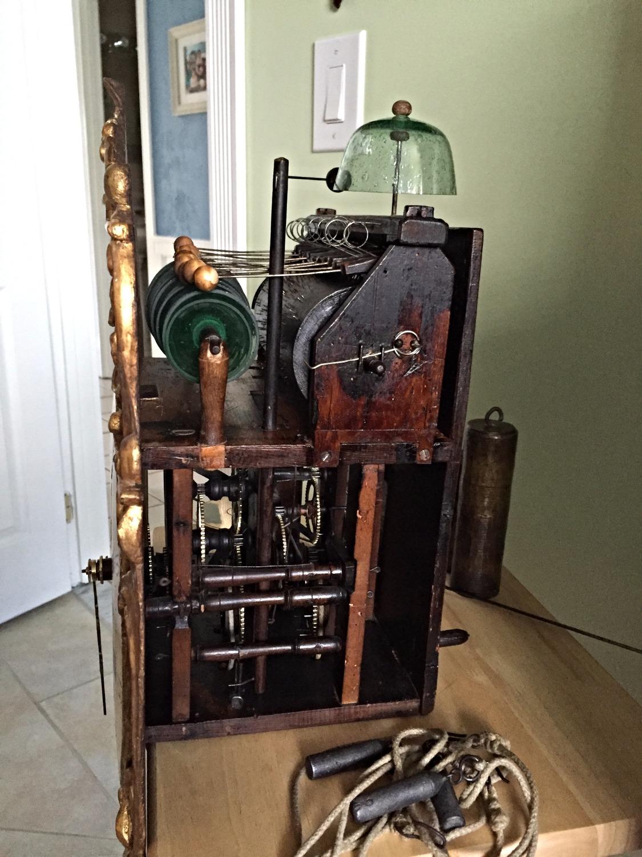 Glasglockenspieluh glass bell clock